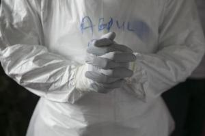 A Sierra Leonean doctor practises wearing protective clothing in the Ebola Training Academy in Freetown, Sierra Leone, December 16, 2014.  REUTERS/Baz Ratner
